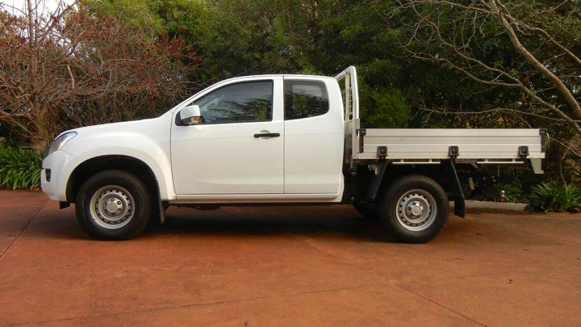 isuzu d max sx space cab chassis 4x4 2016 review road test carsguide. Black Bedroom Furniture Sets. Home Design Ideas