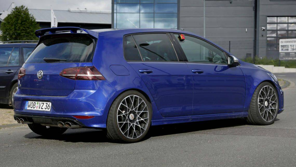 vw golf r400 spied testing car news carsguide. Black Bedroom Furniture Sets. Home Design Ideas