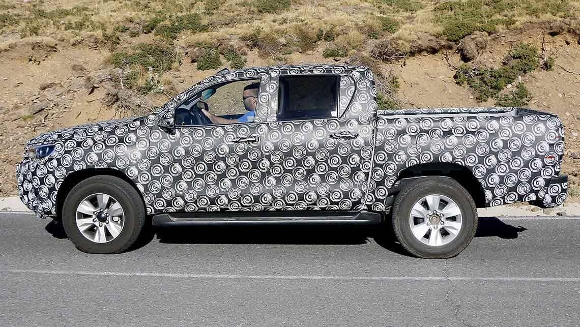 2015 Toyota HiLux ute | spy shots