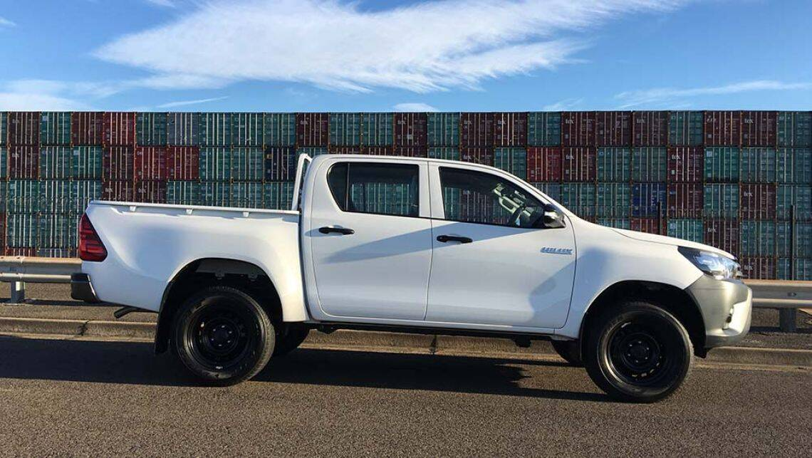 2016 toyota hilux workmate 4x4 auto dual cab review carsguide. Black Bedroom Furniture Sets. Home Design Ideas