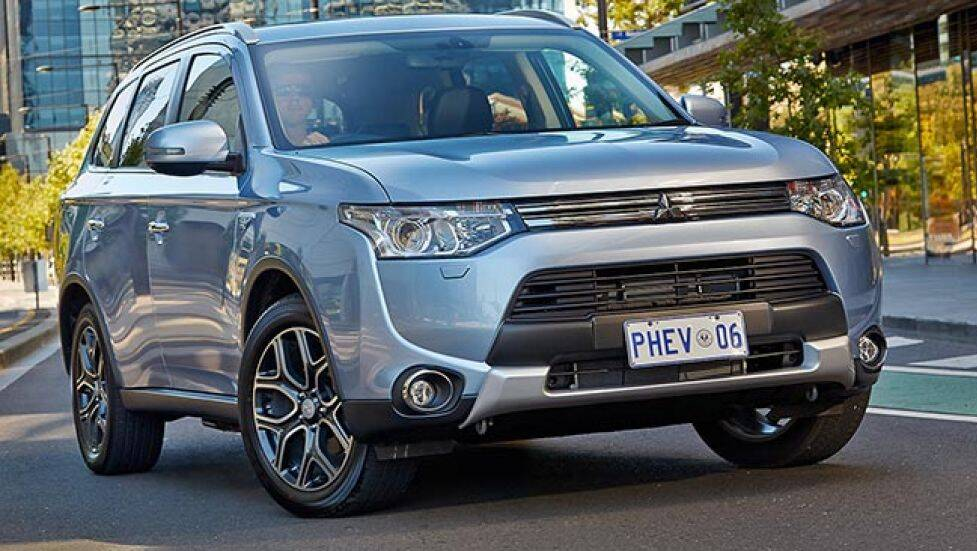 mitsubishi outlander plug in hybrid review first drive carsguide. Black Bedroom Furniture Sets. Home Design Ideas